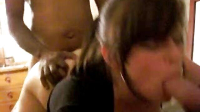 美しいブルネットは肛門性と彼女のお気に入りの彼女 えろ 動画 一徹
