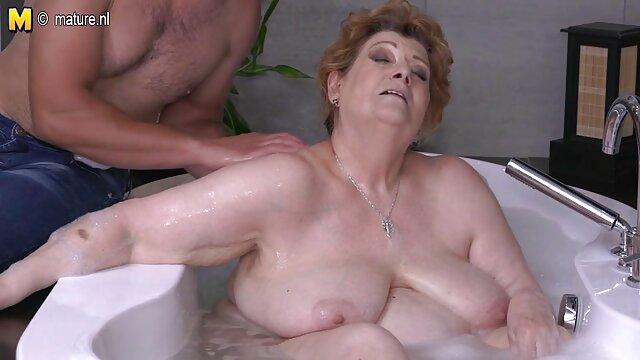 オーガズムに男性をもたらす時点でラテックスstraponの女の子 無料 アダルト 動画 一徹