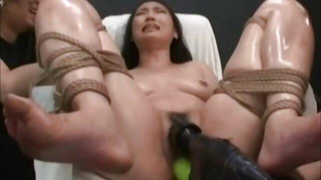 セクシーなお母さんは男性と汲み上げられた 鈴木 一徹 の エロ 動画