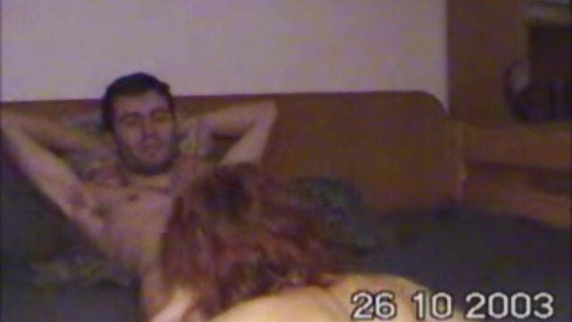 学生は午前中に友人を目を覚ますと彼を与える 一徹 クンニ 動画