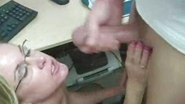 男は二人の女の子のキスに参加しました。 エロ 動画 鈴木 一徹