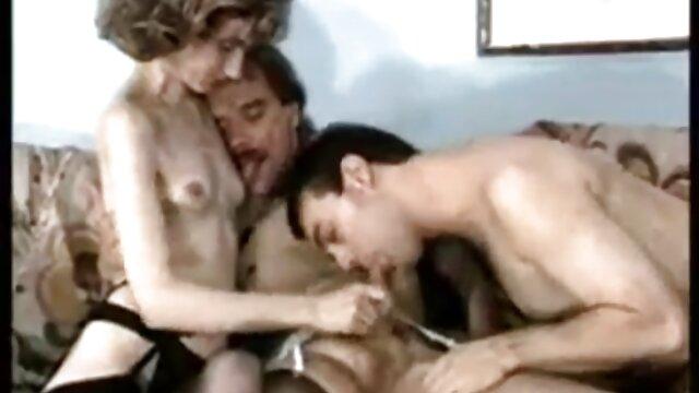 若いふしだらな女はディックを吸うとfucks男性 sex 動画 一徹