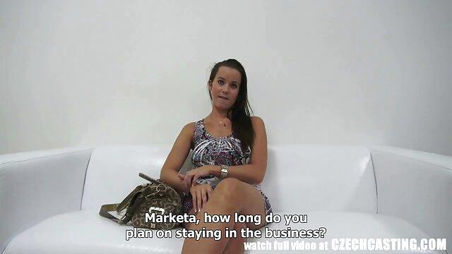 彼女の膣にハード黒のコックを持つブルネット。 えろ 動画 鈴木 一徹