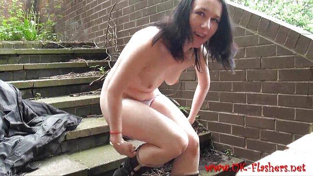 女性は猫のスーツを着て、彼女の猫を示しています sex 動画 一徹