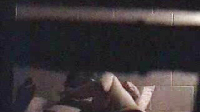 横柄なパイパー fucks壮大なブルネットと大きなおっぱい エロ 鈴木 一徹