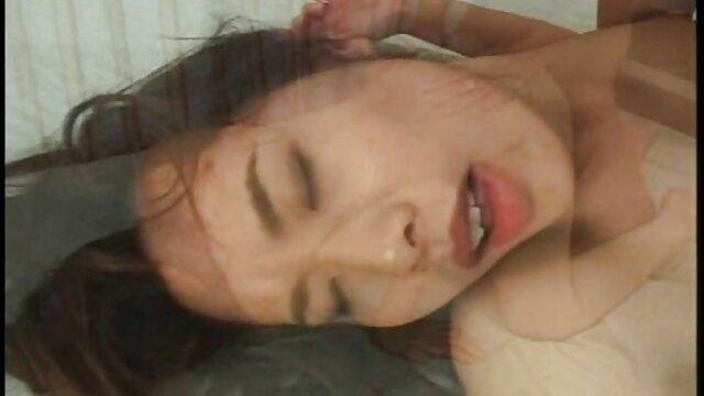 桟橋の上で彼の妻とセックスをしている男 鈴木 一徹 アダルト