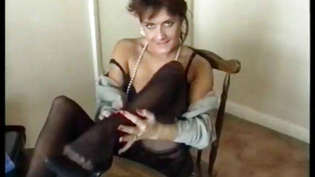Lesboは優しく性交するマッサージ師を説得する 鈴木 一徹 の エロ 動画
