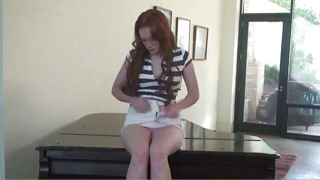キャバリアはパートナーに指を置き、フェラチオを与える。 一徹 sex 動画