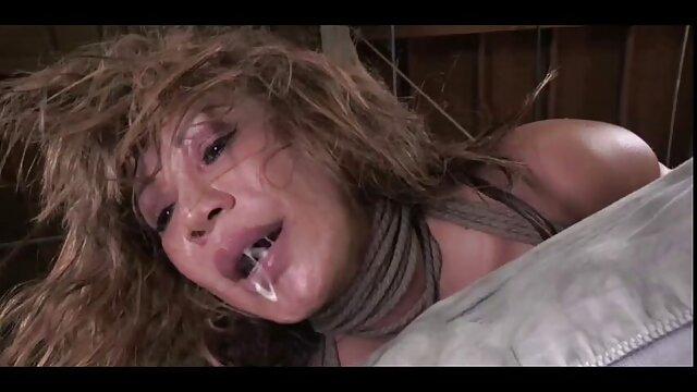ヴァレンティナは汚れて見え、自慰行為をした。 エロ い 動画 鈴木 一徹